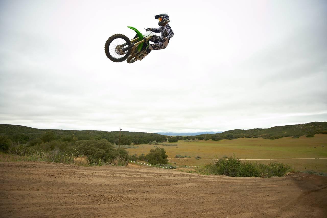 Foto de Nueva Kawasaki KX450F 2013: de la experiencia del AMA Supercross y Motocross a tu garaje (Acción) (41/42)