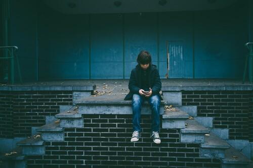 Soy el padre del único alumno de la clase de 14 años que no tiene móvil