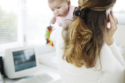 La Comisión Europea ha propuesto ampliar a 18 semanas la baja maternal mínima