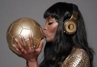 Beats by Dr.Dre, Naomi Campbell y los auriculares de 24 quilates