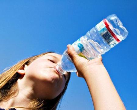 ¿Cuánta agua necesito beber al día?