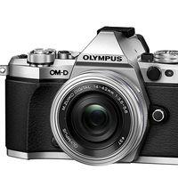 En la Red Night de MediaMarkt, con la Olympus OMD E-M5 Mark II con objetivo 14-42mm, te ahorras hoy 140 euros