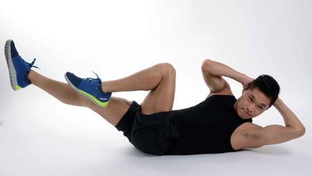 Tres ejercicios para trabajar el core sin siquiera levantarte del piso