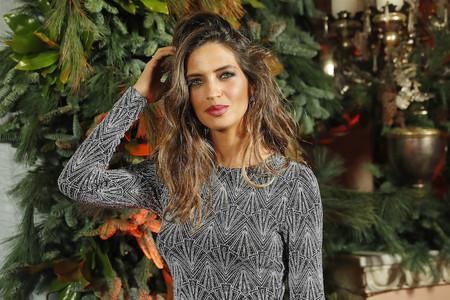 """La alfombra roja de la """"Elle Christmas Party"""" podría inspirarte para estas fiestas con looks de Sara Carbonero (& Cía.)"""