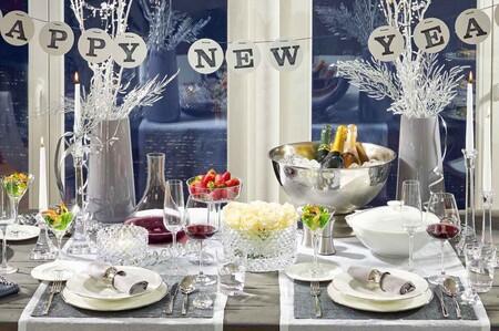 ¿No sabes cómo poner la mesa de Nochevieja? Ideas para poner una mesa en negro, y otra en Ice Style
