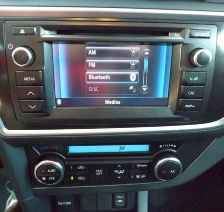 Toyota Auris Touring Sports 120D Active Consola central
