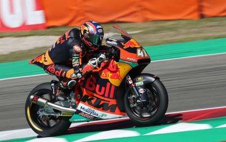Brad Binder lidera unos entrenamientos de Moto2 con todos los españoles clasificados para la Q2