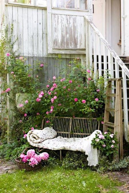 17 proyectos para hacer un rinc n de lectura en el jard n for Rincones de jardines pequenos