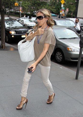 Los mejores zapatos y sandalias de las famosas para este verano. Sarah Jessica Parker