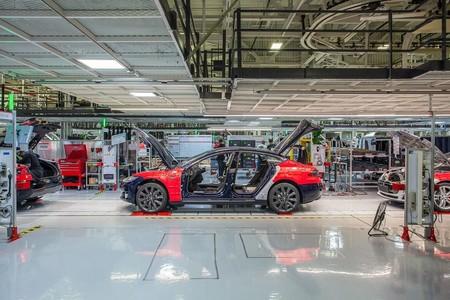 Récord para la máquina de crear coches de Tesla: 25.000 unidades en un trimestre, todavía lejos de la promesa de Musk