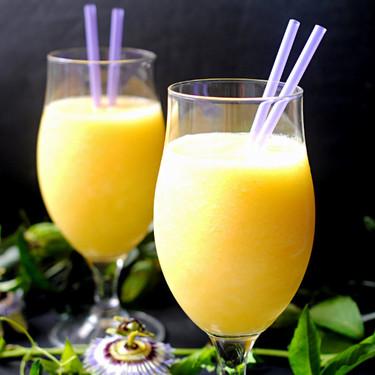 Smoothie de piña, mango y agua de coco: receta refrescante para combatir el calor