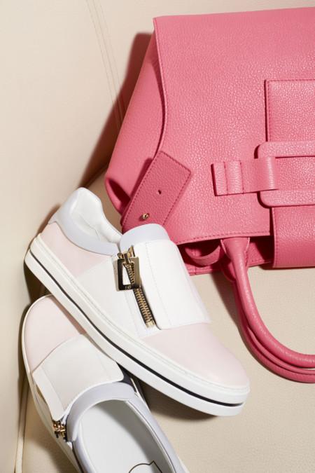 Las zapatillas 'slip on' conquistan los estilismos 'sport chic'