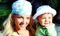 Britney Spears aprende a ser mamá