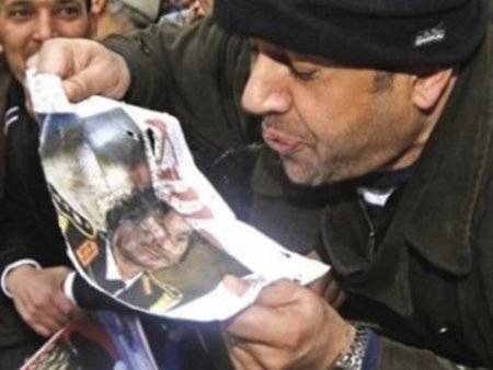 La red se enfrenta al apagón informativo del terrorista Gadafi