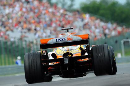 Renault innova preparando sus gomas para la carrera