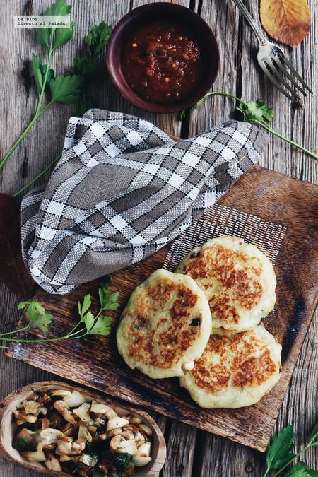 Pastelitos de papa rellenos de hongos. Receta fácil