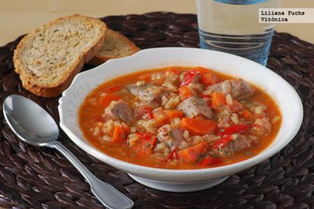Arroz caldoso con atún y verduras. Receta saludable
