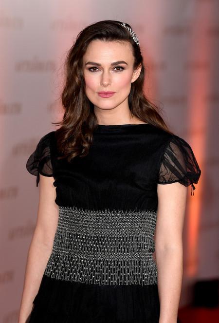 Keira Knightley luce sin gracia un vestidazo de Alta Costura 'vintage' de Chanel