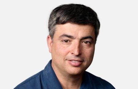 Eddy Cue, responsable de iTunes, es ascendido a vicepresidente de servicios y software en internet