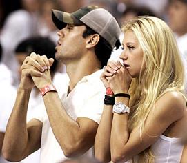 Enrique Iglesias niega los rumores sobre su infertilidad