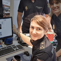 Pedro Sánchez ficha a la community manager de @policia