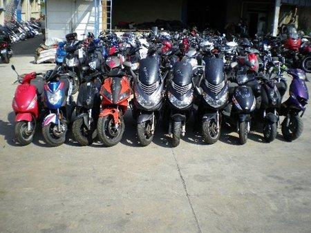 Ciclomotores almacenados