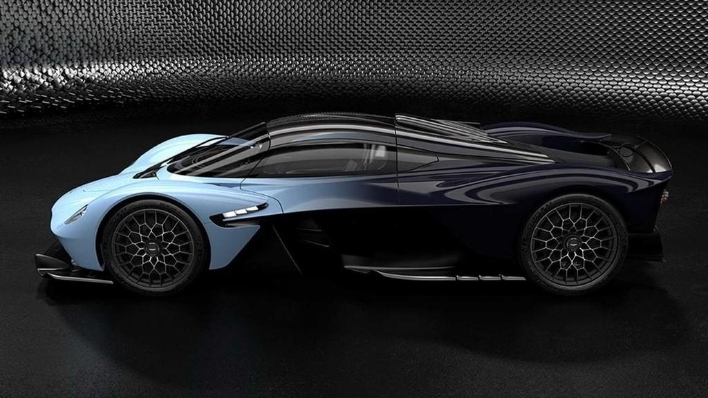El Aston Martin Valkyrie ha vuelto a cambiar antes de su lanzamiento y por fin enseña su interior