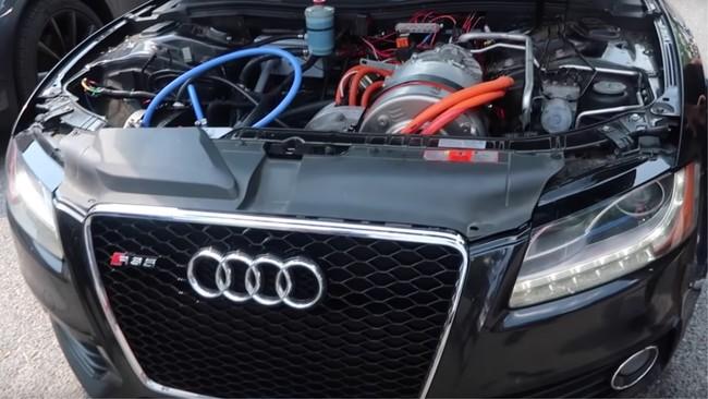 """Así se ve y """"ruge"""" un Audi S5 con motor eléctrico y baterías de un Tesla"""