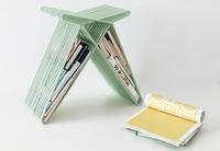 Una buena idea: guardar libros y revistas en un pequeño taburete