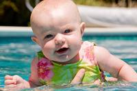 La foto de tu bebé en julio: en la piscina