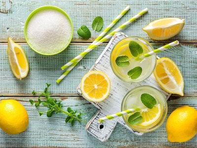 Por qué la limonada es la bebida más sana que podemos beber este verano