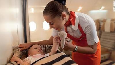 Flying Nannies de Etihad Airways: un servicio de apoyo para familias que viajan con niños