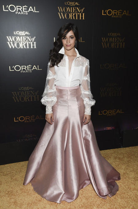 premios loreal women of worth red carpet look Camila Cabello