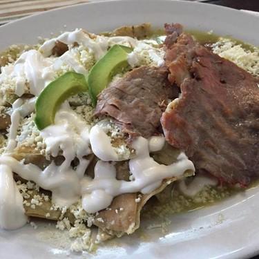 Chilaquiles verdes con cecina, receta del Chef Oropeza
