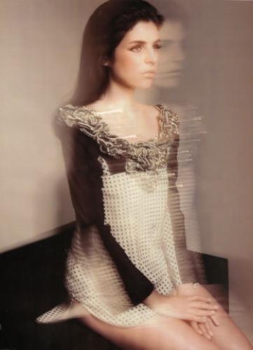Foto de Julia Restoin-Roitfeld en el editorial de abril de Harper's Bazaar UK (11/12)