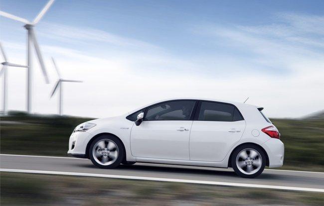 Toyota-Auris-HSD-nube