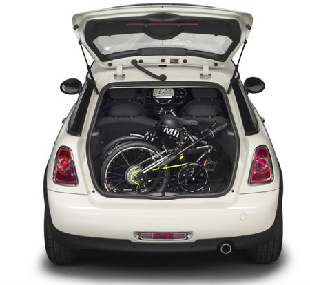 MINI lanza una bicicleta adaptada al maletero del Mini Cooper