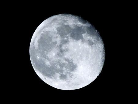 No, la luna no influye en que haya más nacimientos y aquí tienes la demostración
