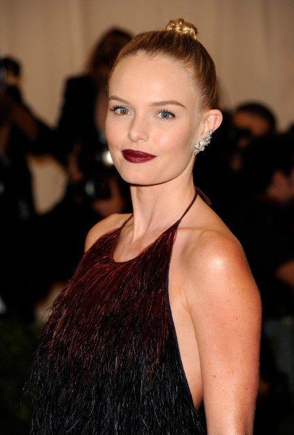 Las celebrities se pasan de rojo oscuro en la gala MET 2012