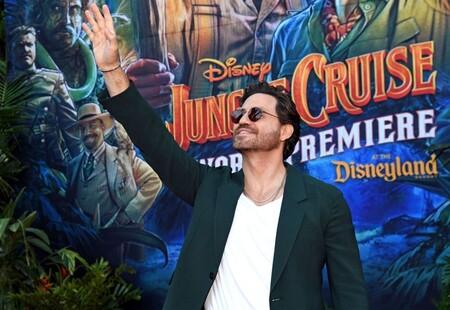 Replicamos el look de Edgar Ramírez en la premiere de 'Jungle Cruise' con básicos que lo convierten en el perfecto estilismo de entretiempo