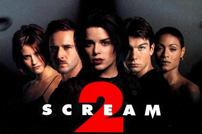 Imagen con el cartel de 'Scream 2'