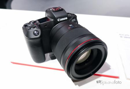 """Canon EOS R: """"Lo mejor del nuevo modelo no es la cámara en sí, sino la nueva montura"""", John Maurice de Canon Europa, en Photokina"""