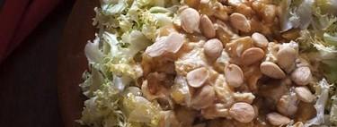 Ensalada de escarola y peras caramelizadas, una receta llena de contrastes de sabor