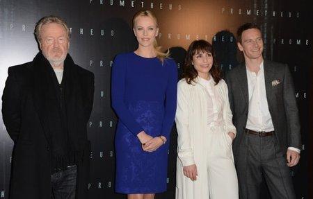 Ridley Scott, Charlize Theron, Noomi Rapace y Michael Fassbender durante una presentación de Prometheus