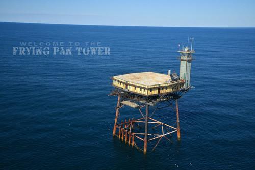 Frying Pan Tower: dormir en una plataforma sobre el océano (y de paso, restaurarla)