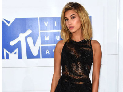 Hailey Baldwin acierta con su sensual mono en los MTV Music Video Awards 2016