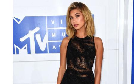 Hailey Baldwin acierta con su sensual mono en los MTV Music Video Awards 2016