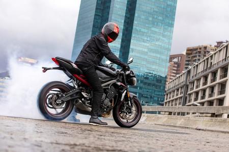 La nueva Triumph Street Triple R llega con más carácter y es más accesible con sus 9.700 euros de partida