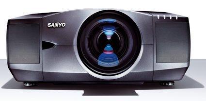 Sanyo PLC-XF46, únelos