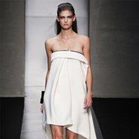 Gianfranco Ferrè Primavera-Verano 2012: la elegancia del minimalismo en blanco